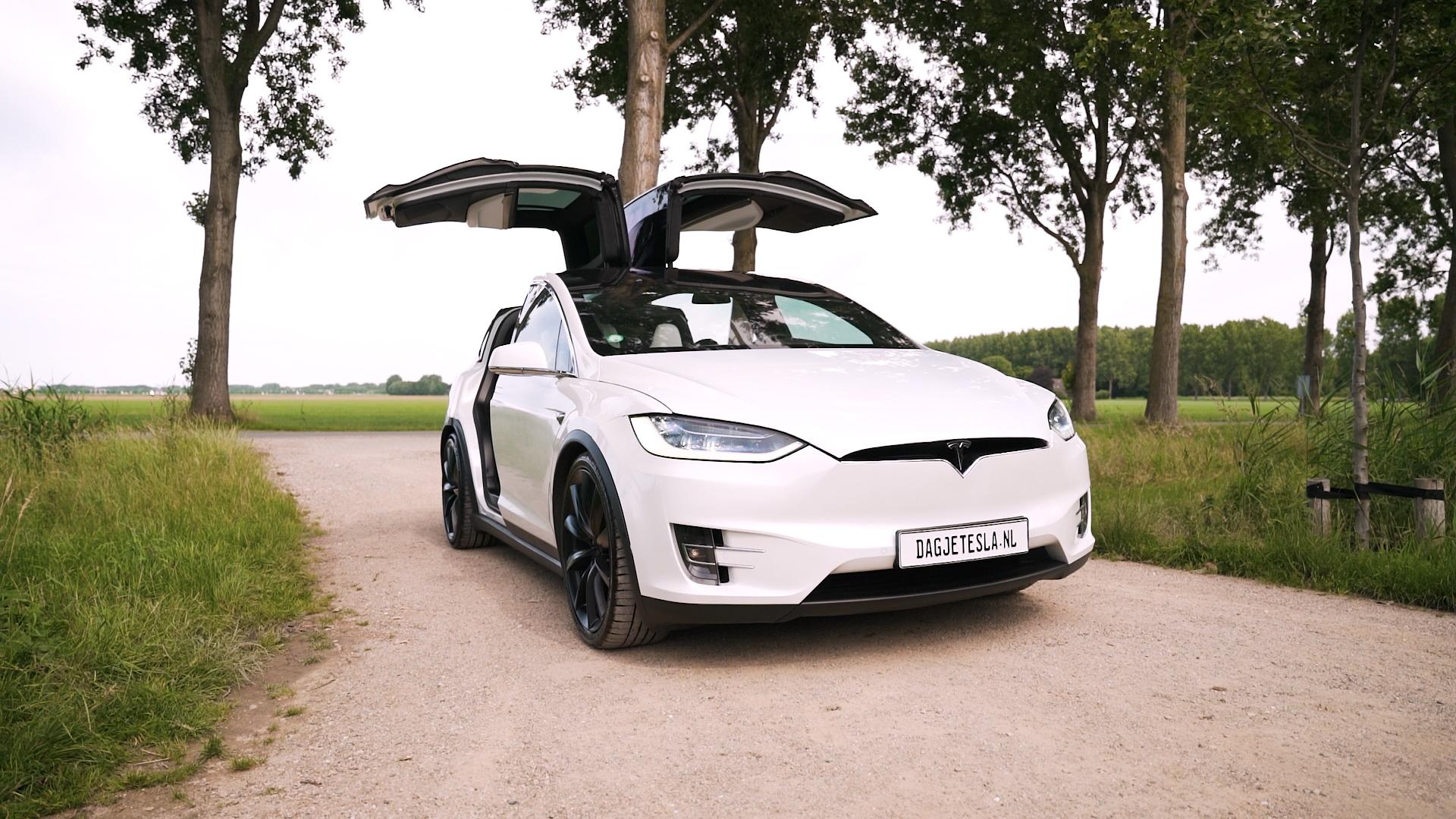 Een Tesla Model X huren voor een dag